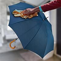 Regenschirm abwischen